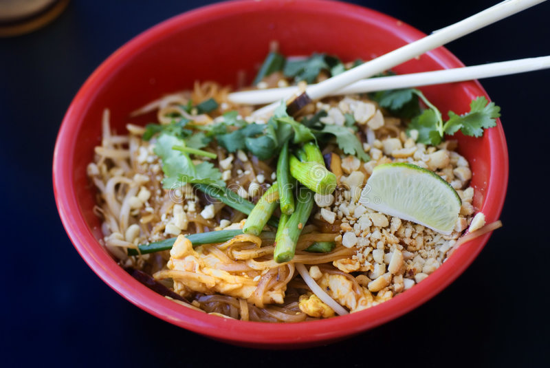 Download Asian Chicken Pad Thai Royalty Free Stock Image - Image: 9094896
