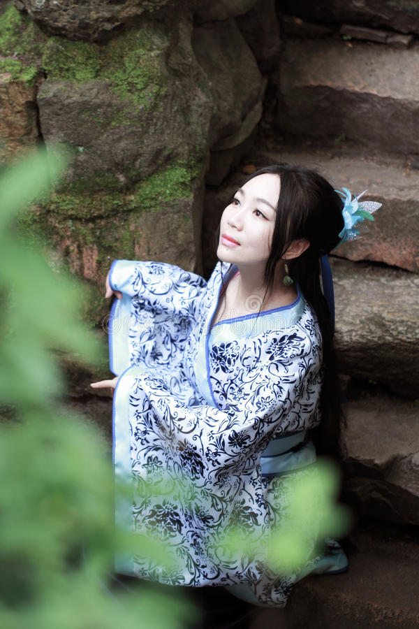 Free Asian Chinese Woman In Traditional Blue And White Hanfu Dress, Play In A Famous Garden Stock Photos - 94164143