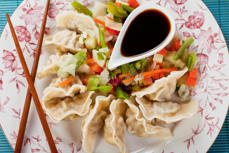 Download Asian Dumplings With Vegetable And Soy Sauce Stock Image - Image: 33707467