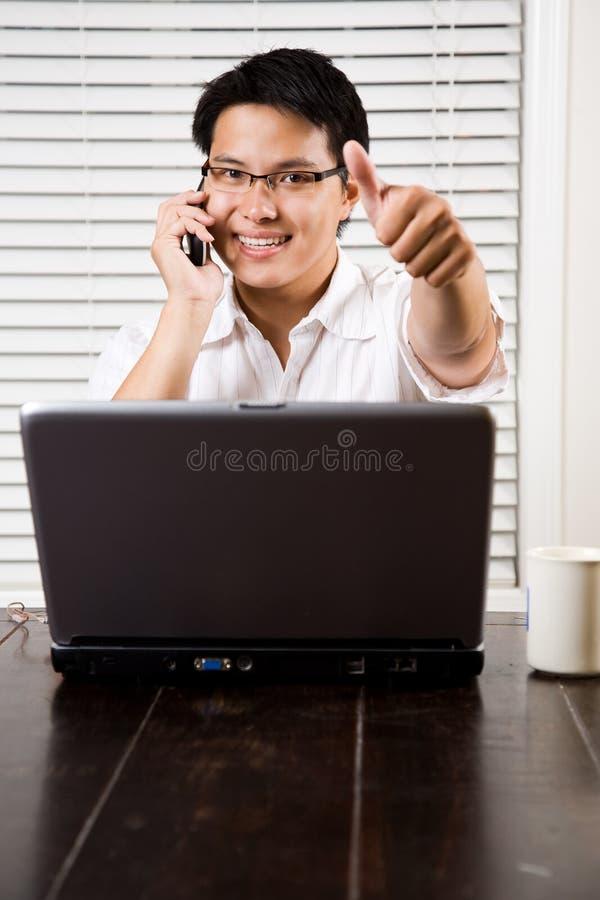 asian entrepreneur thumbs up στοκ φωτογραφία