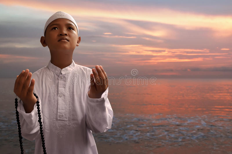 Asian muslim kid praying royalty free stock photos