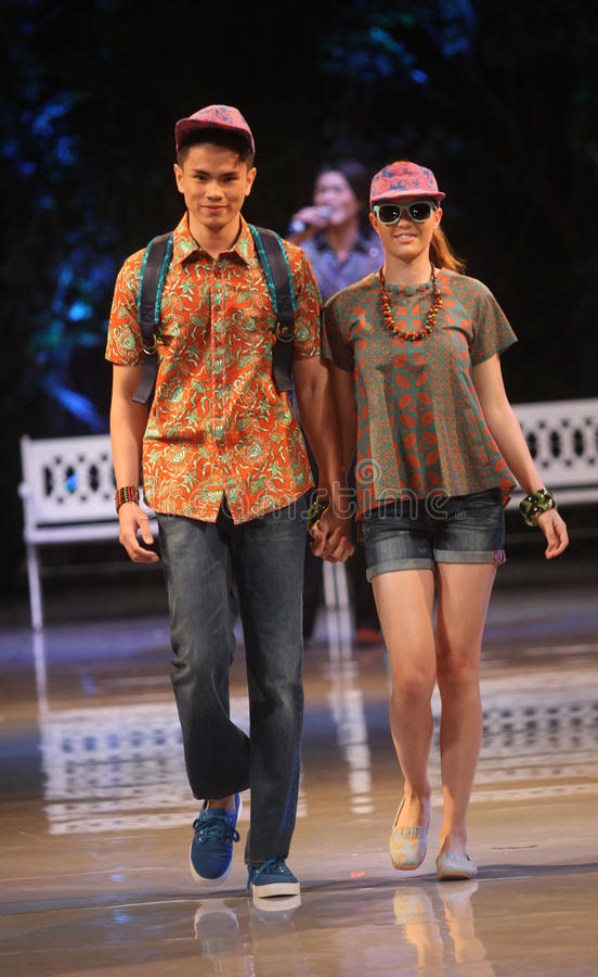 Free Asian Teenage Model Wearing Batik At Fashion Show Runway Royalty Free Stock Photo - 31374845