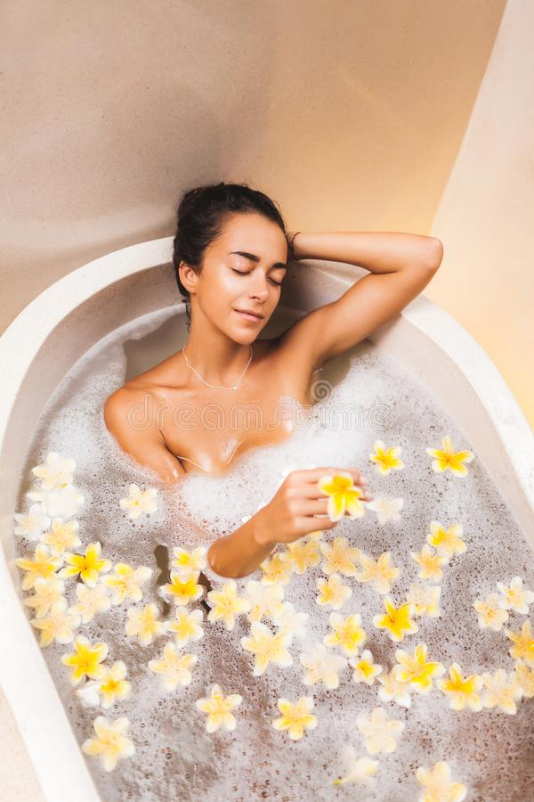 Free Asian Woman Enjoying In Flower Bath With Foam, Bubbles And Yellow Flowers Royalty Free Stock Photo - 166895505