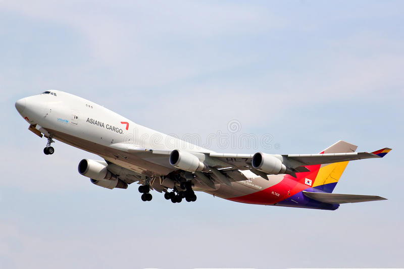 Asiana last Boeing 747 royaltyfri fotografi