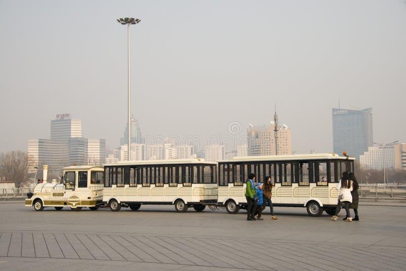Asiat China, Peking, den kleinen Zug ansehend lizenzfreies stockbild
