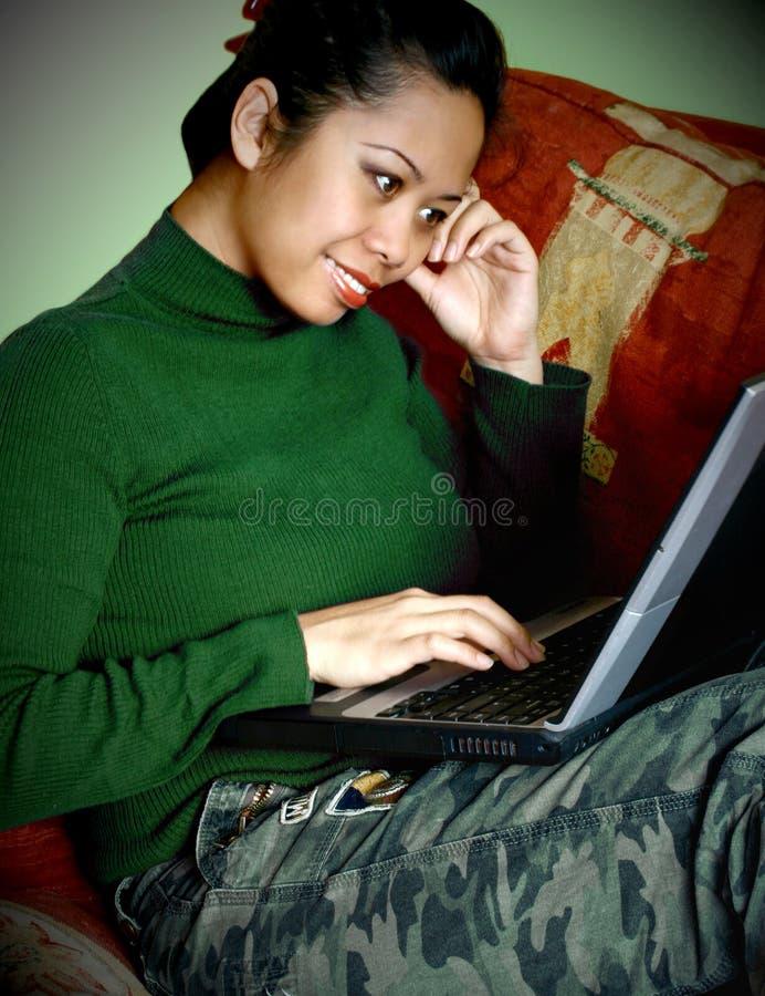 asiat henne bärbar datorkvinna arkivfoto