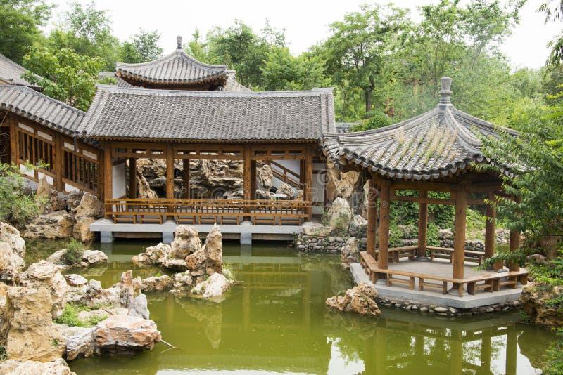 Asiat Kina, antika byggnader, paviljonger, terrasser och öppna korridorer royaltyfria bilder