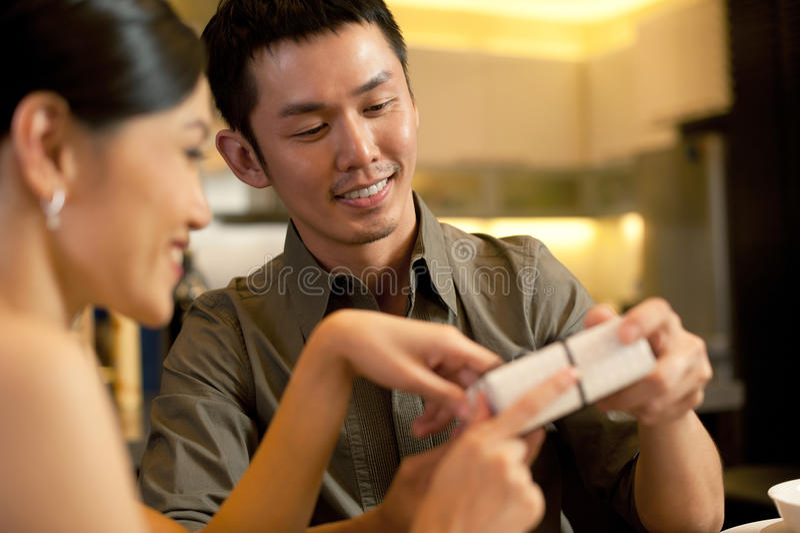 Asiat verbindet Lebensstil stockfotos