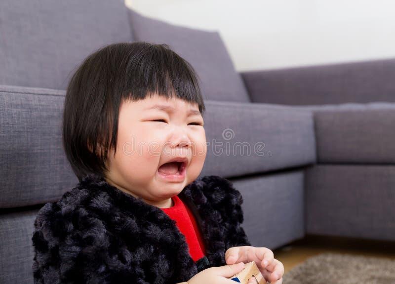 asiatet behandla som ett barn gråt arkivfoton