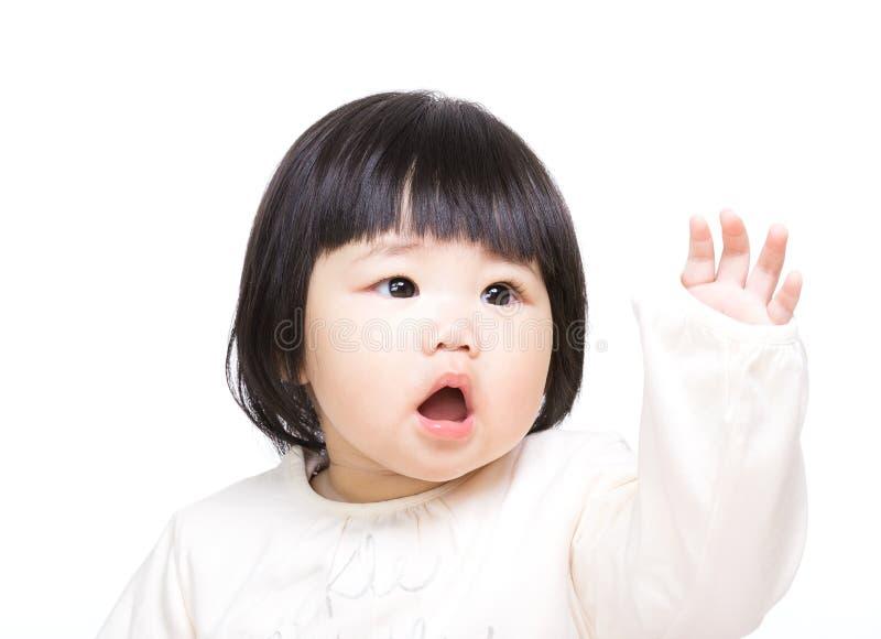 Asiatet behandla som ett barn handen upp royaltyfri foto