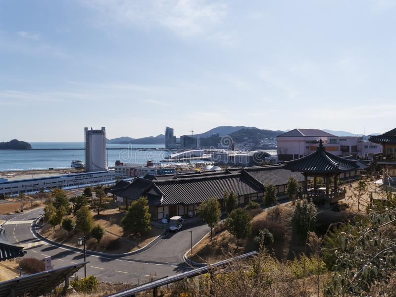 Asiathus i bostads- fjärdedel av den Yeosu staden royaltyfria bilder