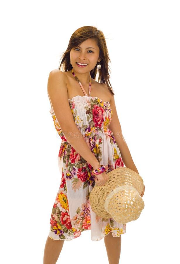 Asiatico con il cappello di paglia in sua mano immagini stock libere da diritti