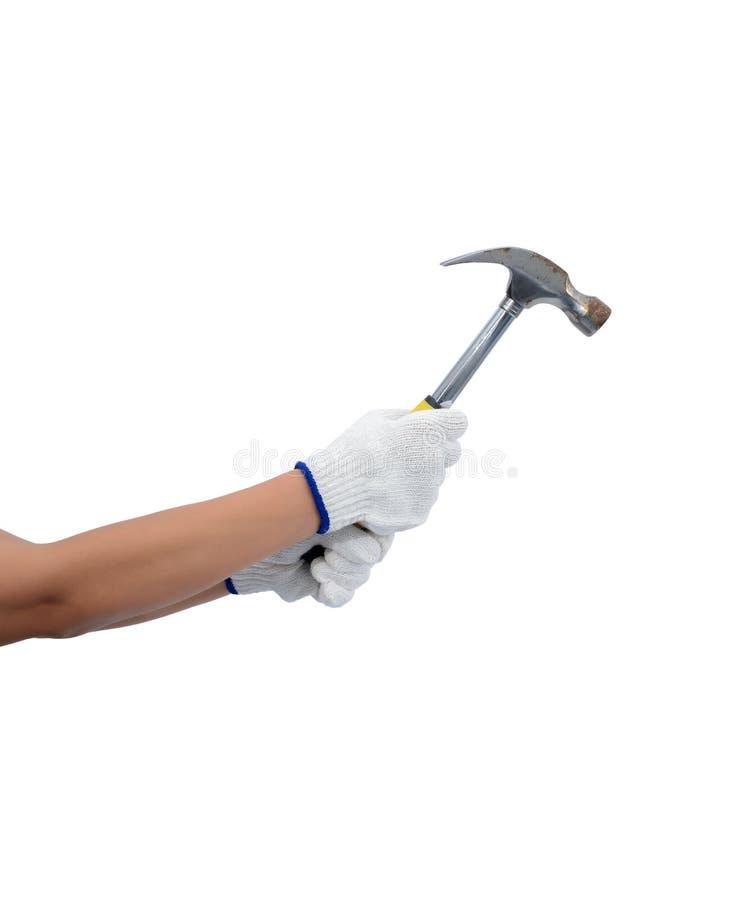 Asiatinarbeitskraft mit Schutzhandschuhen übergeben den Holdinghammer, der auf Weiß lokalisiert wird lizenzfreies stockbild