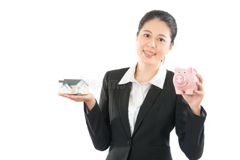 Asiatininvestor zufrieden gestellt für stockfotografie