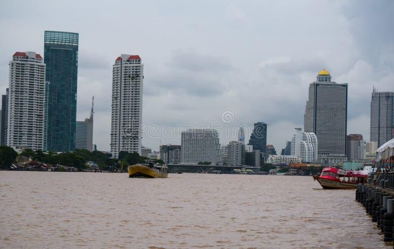从Asiatique的河沿视图河边区,曼谷,泰国 免版税库存图片
