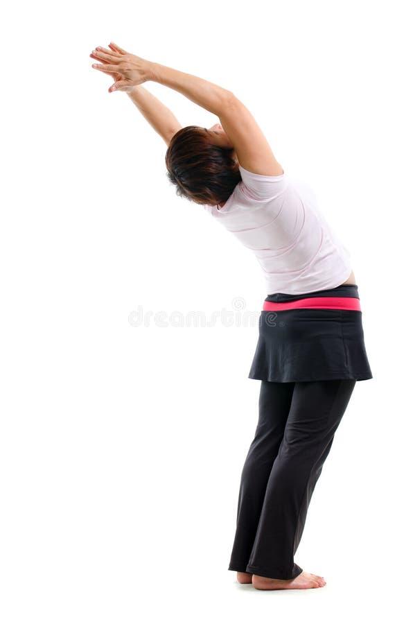 Asiatische ältere Frau, die Yoga tut lizenzfreie stockfotografie