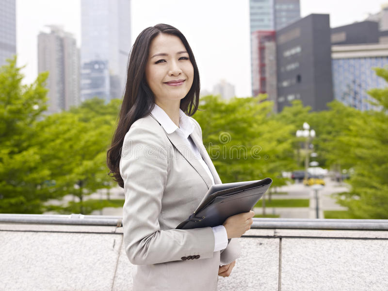 Asiatische Bürodame stockbild