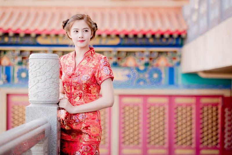 Asiatische Chinesin auf traditionellen Chinesen stockfotografie