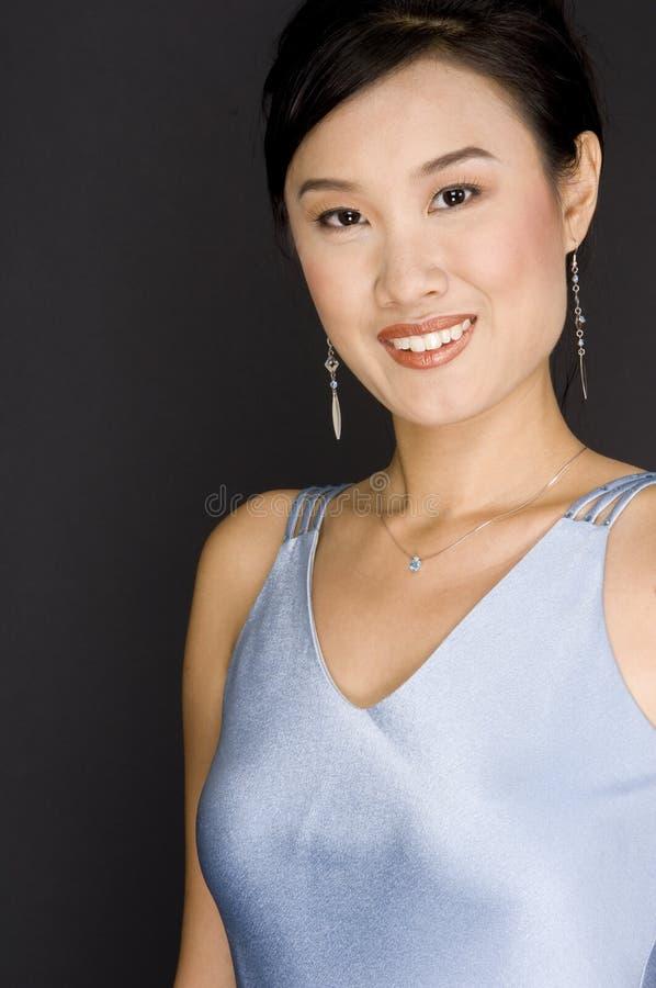 Download Asiatische Frau stockfoto. Bild von schön, baumuster, ohrring - 859464