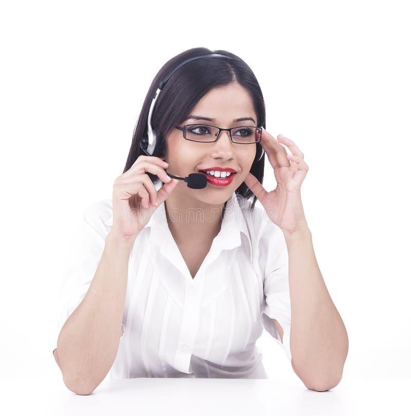 Asiatische Frau in einer Aufrufmitte lizenzfreie stockfotos