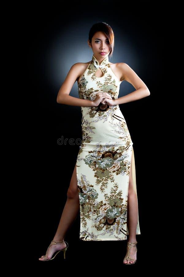 Asiatische Frau im traditionellen orientalischen Kleid stockfotos