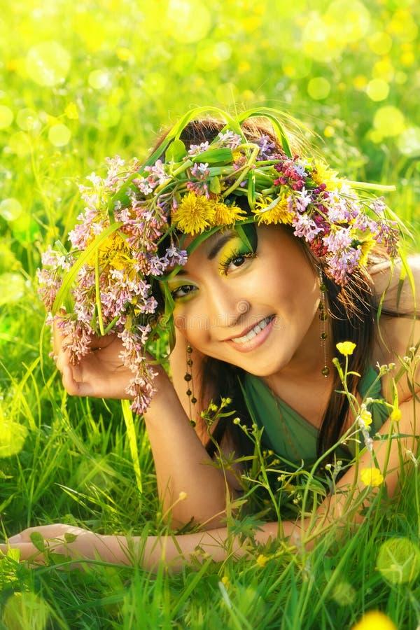 Asiatische Frau mit Chaplet stockfotos