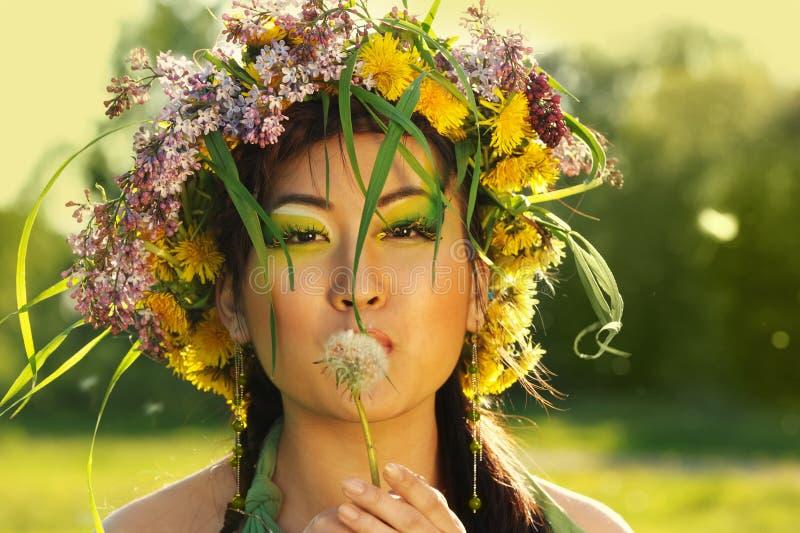 Asiatische Frau mit Chaplet stockbilder
