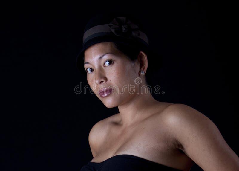 Asiatische Frau mit Hut lizenzfreies stockfoto