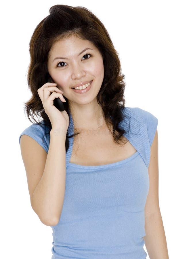 Asiatische Frau am Telefon lizenzfreies stockfoto