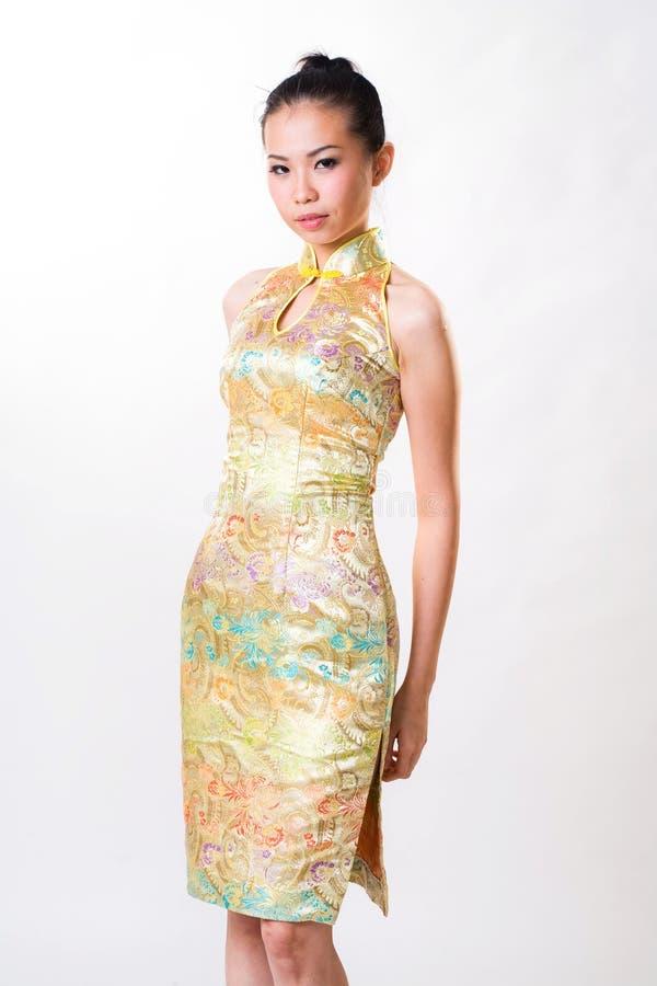 Asiatische Frau trägt chinesisches traditionelles Kleid stockfoto