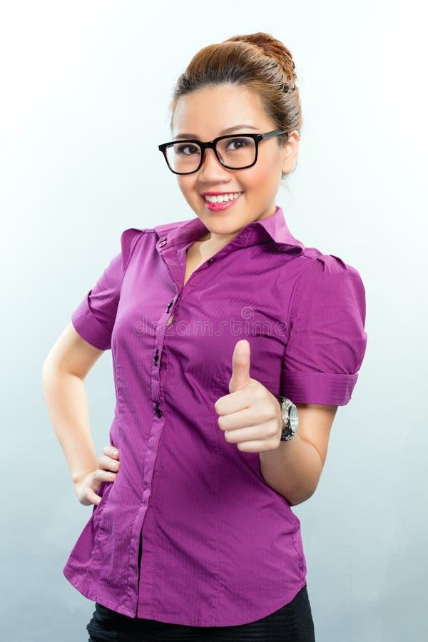 Asiatische Geschäftsfrau, die Erfolg hat lizenzfreie stockfotografie