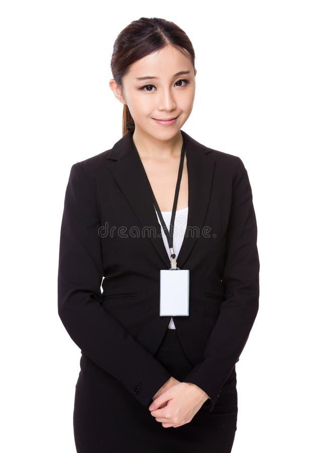 Asiatische Geschäftsfrau mit Personalkarte stockfoto