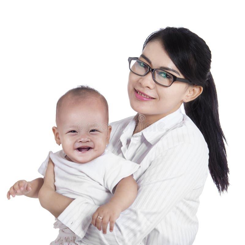 Asiatische Geschäftsfrau und ihr Baby lizenzfreie stockfotografie