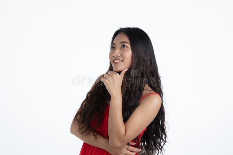 Asiatische junge schöne Dame im roten Kleid lizenzfreie stockfotografie