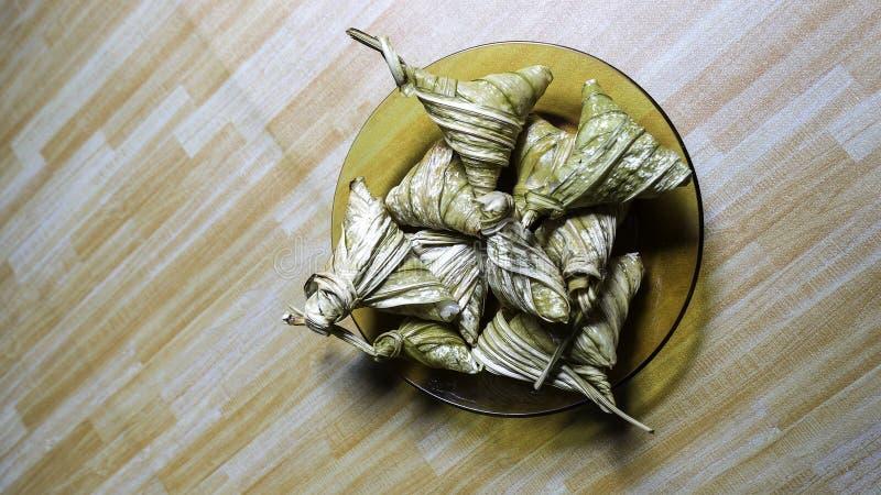 Asiatische Küche ketupat palas oder verpackter Reis stockfotografie