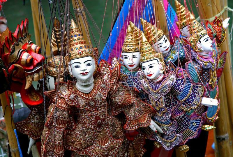 Asiatische Marionetten und Schablone stockbild
