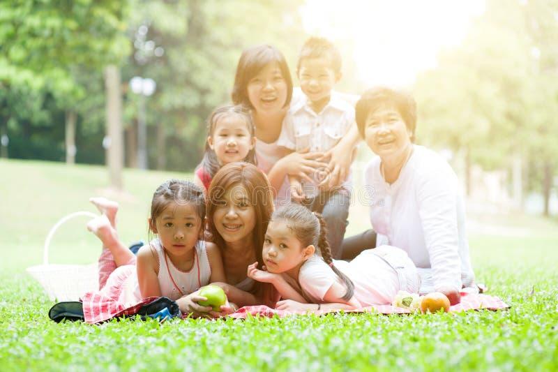 Asiatische multi Generationsfamilie lizenzfreies stockbild