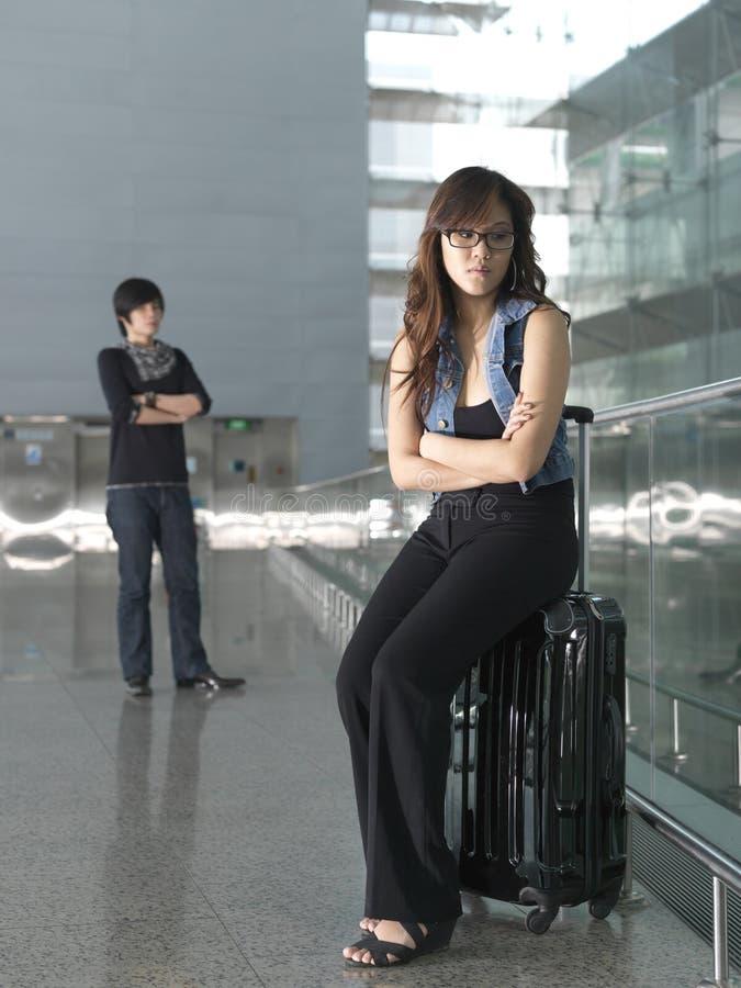Asiatische Paare, die einen Kampf haben stockfoto