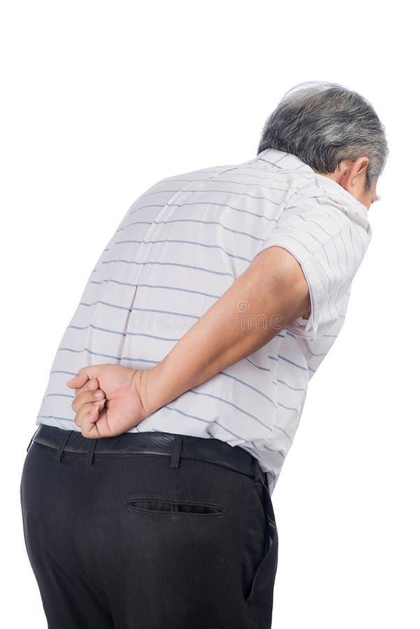 Asiatischer älterer Mann mit Rückenschmerzen lokalisiert auf Weiß lizenzfreie stockfotografie