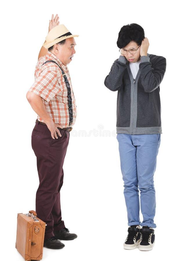 Asiatischer älterer Mann verärgert stockfotos