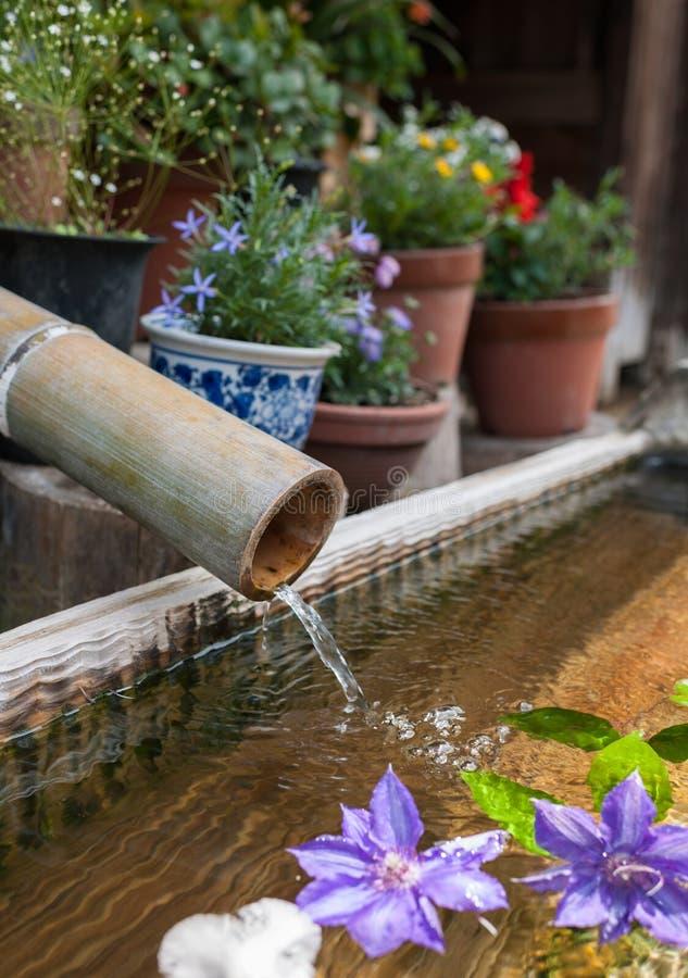 Asiatischer Bambusbrunnen stockfoto