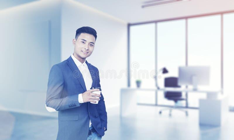 Asiatischer CEO in seinem Büro stockfoto