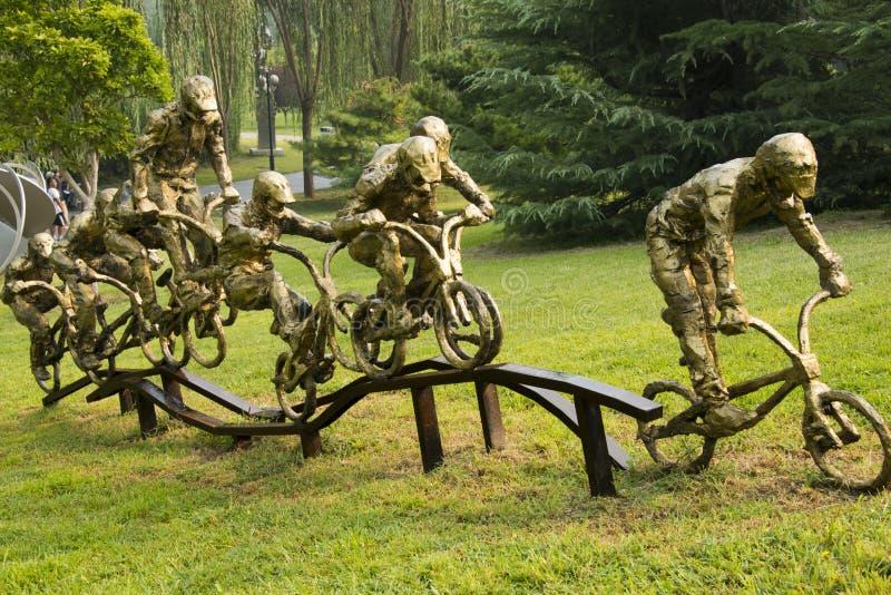 Asiatischer Chinese, Peking, internationaler Skulpturenpark, Skulptur, Fahrrad-Athleten lizenzfreie stockbilder