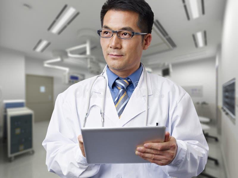 Asiatischer Doktor lizenzfreie stockfotografie