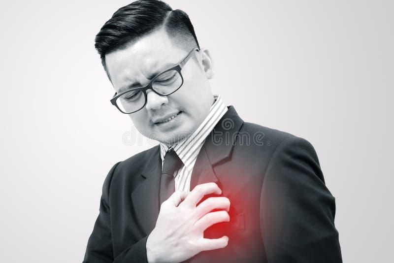 Asiatischer Geschäftsmann mit Symptomen des Herzens stockbilder