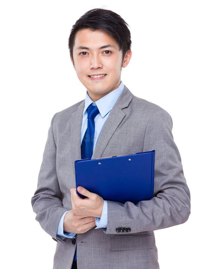 Asiatischer Geschäftsmanngriff die Dateiauflage lizenzfreie stockfotos