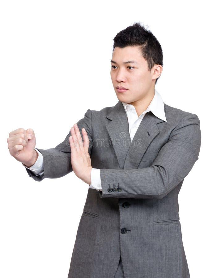 Asiatischer Geschäftsmannkampf lizenzfreie stockbilder