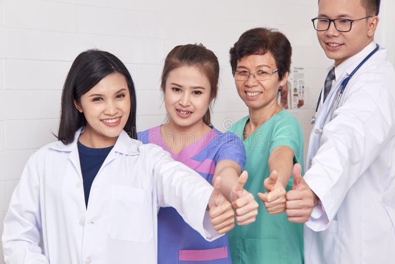 Asiatischer Gesundheitswesengruppenfachmann stockbilder