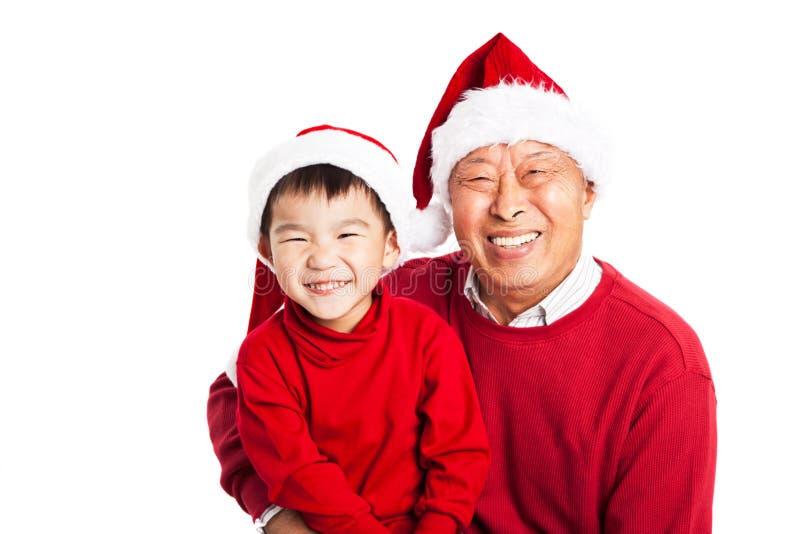 Asiatischer Großvater mit Enkel lizenzfreie stockbilder