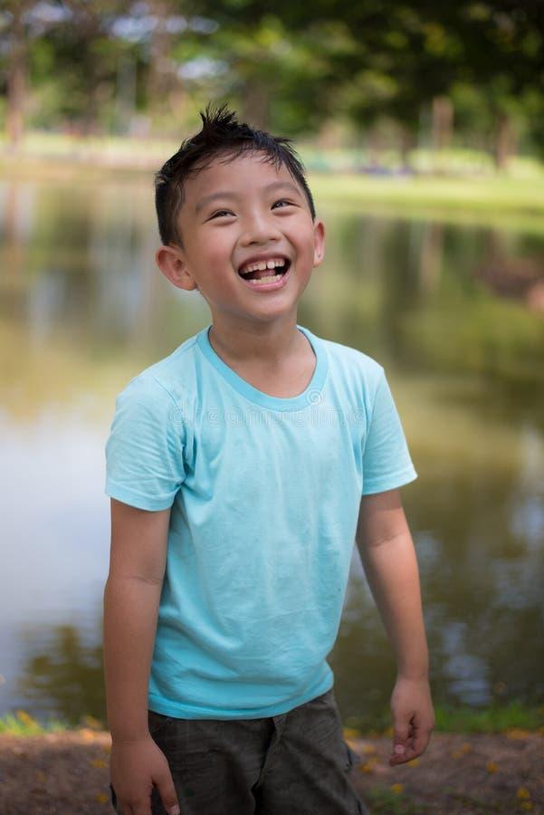 Asiatischer Junge nett lizenzfreie stockfotos